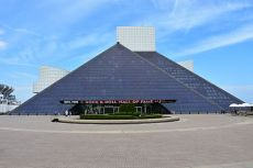 Rock_and_Roll_Hall_of_Fame,_May_2016
