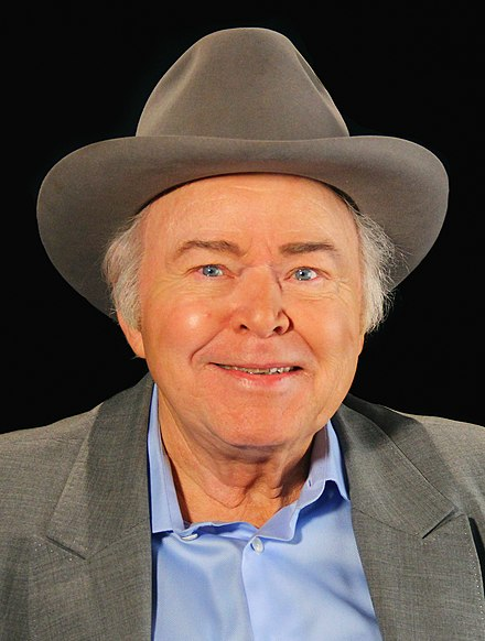 440px-Roy_Clark_a_conversation_with_OETA_(cropped)